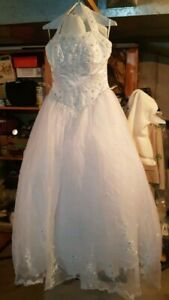 Wedding dress, vail and detachable train