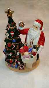 Royal Doulton Santa's Finishing Touch Christmas Figurine