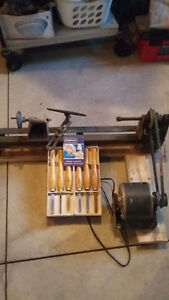 Bench top wood lathe and tools - new price