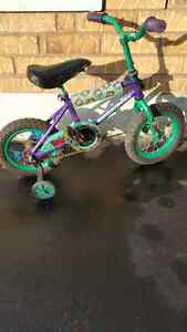 Kids bike - supercycle - comes with training wheels