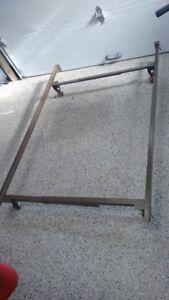 Base de lit avec roulettes en metal pour lit double et simple