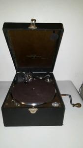 Columbia grafonola model:211 record player & neadles