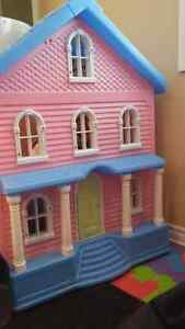 Little tikes house/doll house