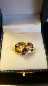 Women's gold and Amethyst Ring