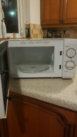 Proles 700watt microwave