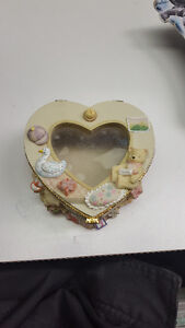 Heart Shaped Jewelery Box With Picture Frame