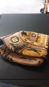 13 inch A350 Wilson baseball glove great condition $30 obo