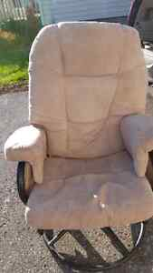 Metal  reclining rocking chair excellent condition  Peterborough Peterborough Area image 2