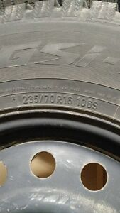 4 TOYO winter tires with rims for sale - 235/70R16 106s - $ 350 Gatineau Ottawa / Gatineau Area image 2
