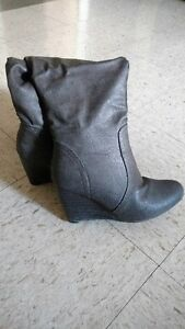 Selling pair of Nike sneakers and pair of grey knee length boots