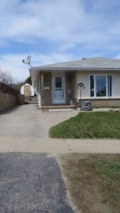 127 Laurier Ave in Elliot Lake