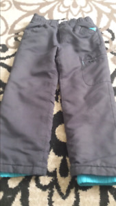 Boys  Old  Navy  snowpans size 4t.