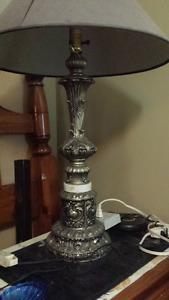 Lampe de table et torchère. Prix de 10 à 25 $