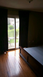 LARGE BRIGHT ROOM FOR RENT  CLOSE TO SQUARE ONE