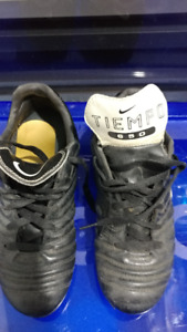 size 5, nike tiempo 650 soccer shoes, excellent condition