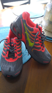 Brand New never worn Nike air women's size 7.5 sneakers $40 firm