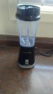 ONLY USED ONCE!!!!! Hamilton Beach single serve blender