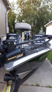 17 ft Lowe FM Series Aluminum Fishing Boat with iPilot