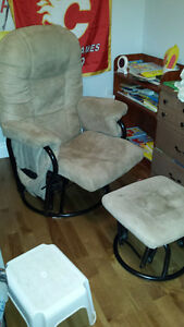Rocking chair with footrest