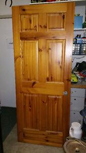 Porte en bois massif