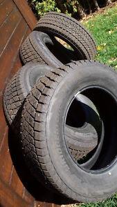 Almost New Winter Tires 2000 kilo Presque Nouveau Pneus D'hiver