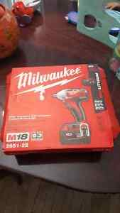 Milwaukee m18 cordless 3/8 compact impact wrench kit