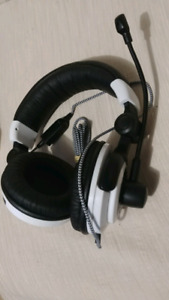 GAMING HEADSETS WITH MICS