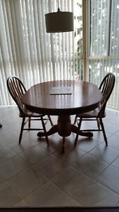 Solid oak table and chairs. Belleville Belleville Area image 2