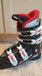 Nordica Ski Boots (used) Size 21.5 (equivalent size 3 boys)