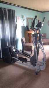 SPORTSART ELLIPTICAL 805P FLOOR MODEL