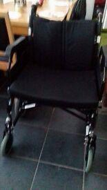 Extra wide heavy duty wheelchair