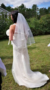 Size 31 / 32 Sweetheart Lace Wedding Gown