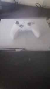 XBOX One (White)  500GB