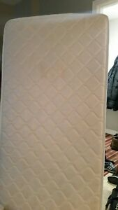 Single Bed & Boxspring in Very Good Condition