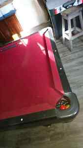 Table de pool / billard / jeu / loisir / en ardoise 350$