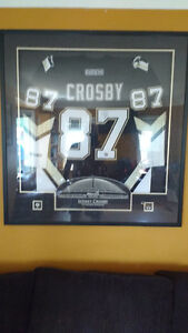 Sidney Crosby signed Jersey in case