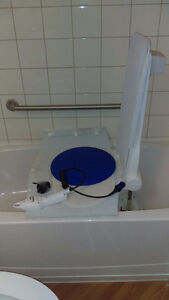 Bath Lift Aquatec with transfer board