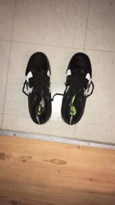 Football shoes (cleats) size 9 20$-Souliers football -9- 20$