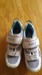 Women's Louis Garneau Tri-Speed cycling shoes.