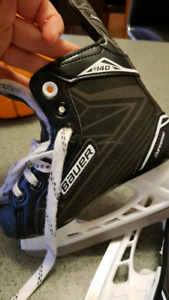 Bauer youth size 11r US size 12