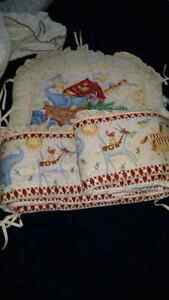 Baby crib zoo animal liner