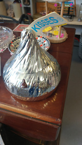 Large Plastic Hershey's Kiss Musical Storage Container
