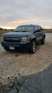 2007 Chevy Avalanche (Good Condition)