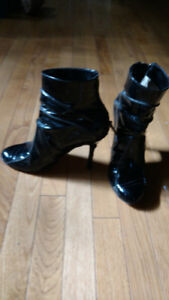 Robert Robert Designer Black patent leather ankle boot size 7