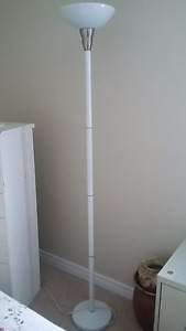 TALL WHITE FLOOR LIGHT
