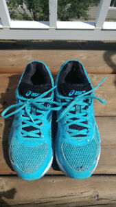 Asics gel running shoes - size 7