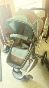 Maxi cosi stroller with black infant car seat