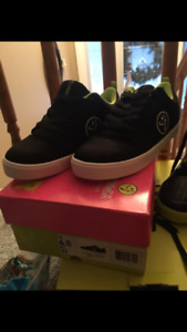 New women's  Zumba shoes  size 6.5- fit like a 6.0