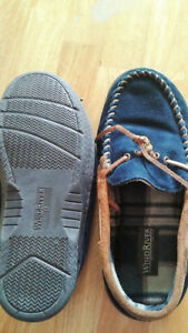 Mens slippers, size 10