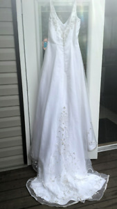 Beautiful Wedding Dress - Adjustable Sizing